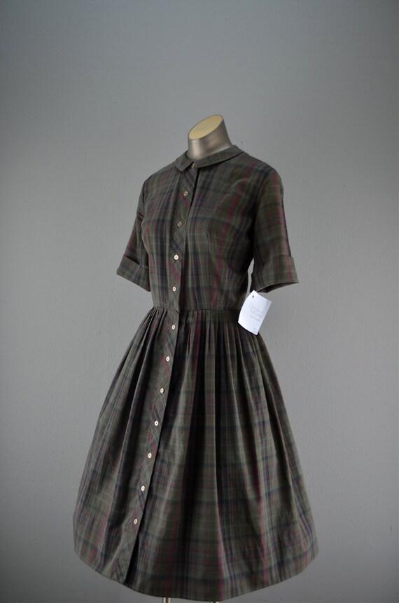 1950s plaid cotton day dress size medium Olive green 50s shirtwaist full skirt Mad Men Peggy Olsen