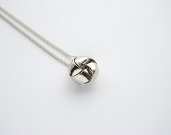 SALE - Classic Silver Knot Necklace. Vintage Love Knot. Short Silver Chain. Modern Vintage. Dainty Simple Cute Pendant. FREE Shipping in US