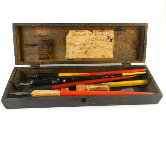 Antique Artist's tool box in wood with calligraphy pens and extra nibs inside dated 1918