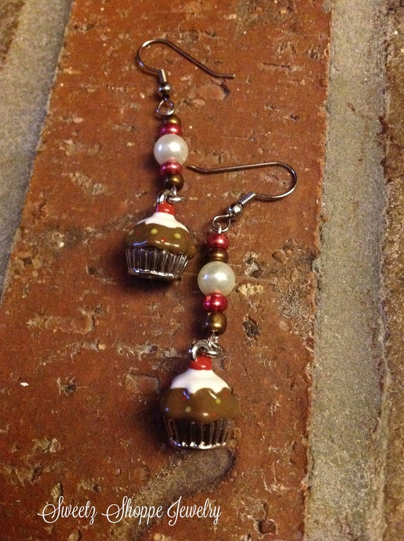 Chocolate Cupcake Earrings | Etsy.com/shop/sweetz | SweetzShoppeJewelry.com | NewMamaDiaries.blogspot.com