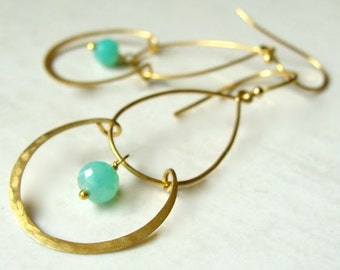 Vero Earrings Matte Gold Modern Design with Faceted Chrysoprase