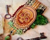 The Verdant Skull - leather & fiber brooch