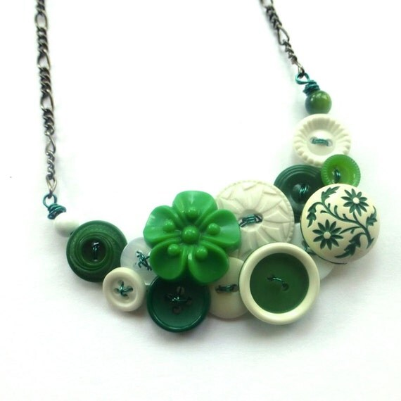 White and Green Flowers Button Necklace