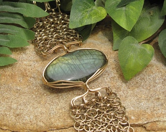 STUNNING Labradorite and Chain Maille Bracelet - Gold Filled