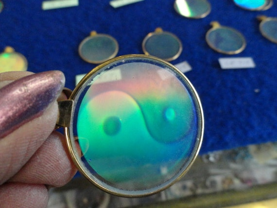 Yin Yang Hologram Pendant from the 80's to 90's Vintage CP 914