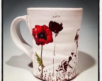Poppy mug with glossy glaze and red flowers