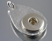 abaco  pop / popper / snap / chunk  pendant - hammered texture