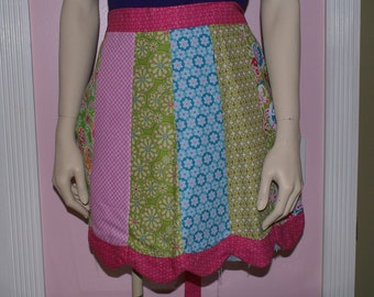 Reversible half apron with scalloped edge and pieced front