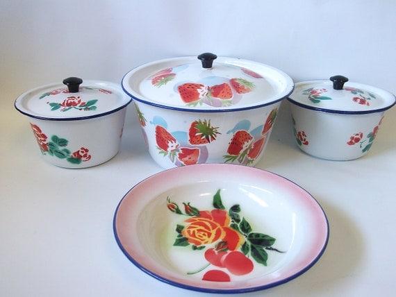 Vintage Enamel Pots and Dish - Graniteware Enamelware