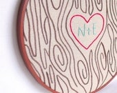 Personalized wedding couple initals embroidery hoop wall art. Custom wood grain hand embroidery decor. Wedding or anniversary gift.