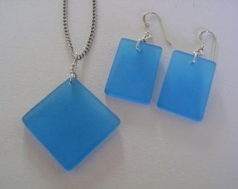 Beach glass jewelry set of dangle earrings and pendant necklace.