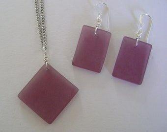 Beach glass jewelry set of dangle earrings and pendant nacklace.