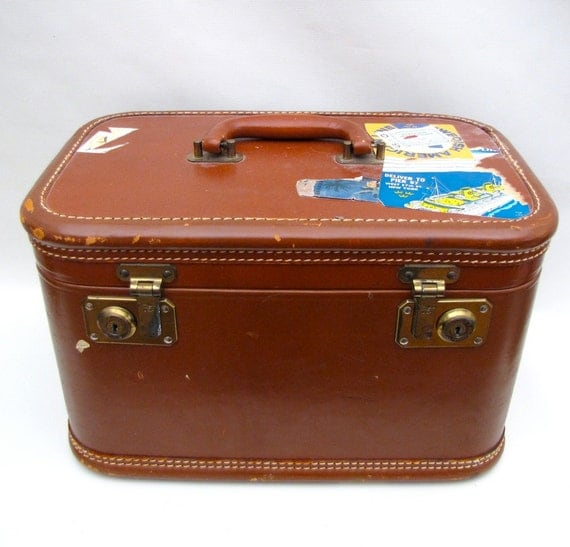Vintage 1940s Suitcase Leather luggage Train Case small size overnight bag travel case