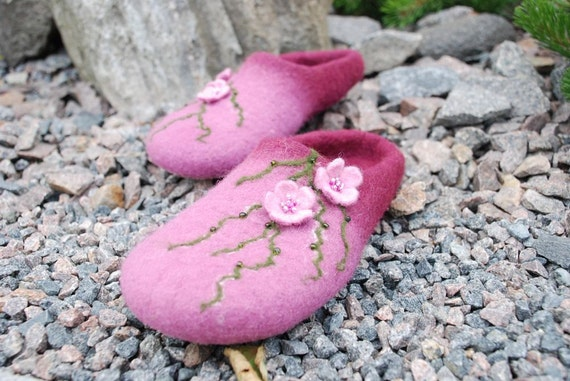 Ready to ship- 40Eu, 10US  Cherry blossom- handfelted purple slippers/ home shoes