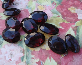 Vintage 25x18mm Deep Ruby Gold Foiled Pointed Back Faceted Glass Oval Jewel or Cab (1 piece)