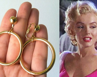 Iconic 50s Earrings Gold tone Deadstock Chic Hoop Earrings classic - goldtone