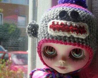 Ayalaythe - Sock monkey crochet helmet for Blythe doll