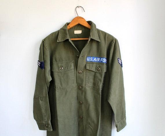 vintage U.S. Air Force shirt. Men size Med-Large short /44. 1970s military fatigue
