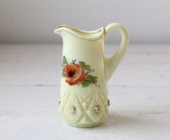 vintage custard glass creamer. 1910s Jeffersonville diamond peg. Catksills N.Y. souvenir / the MOUNTAIN MILK pitcher