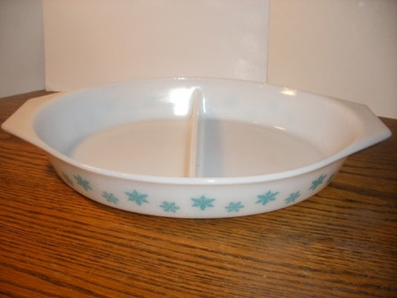 White Snowflake Pyrex Divded Casserole Dish (T-53)