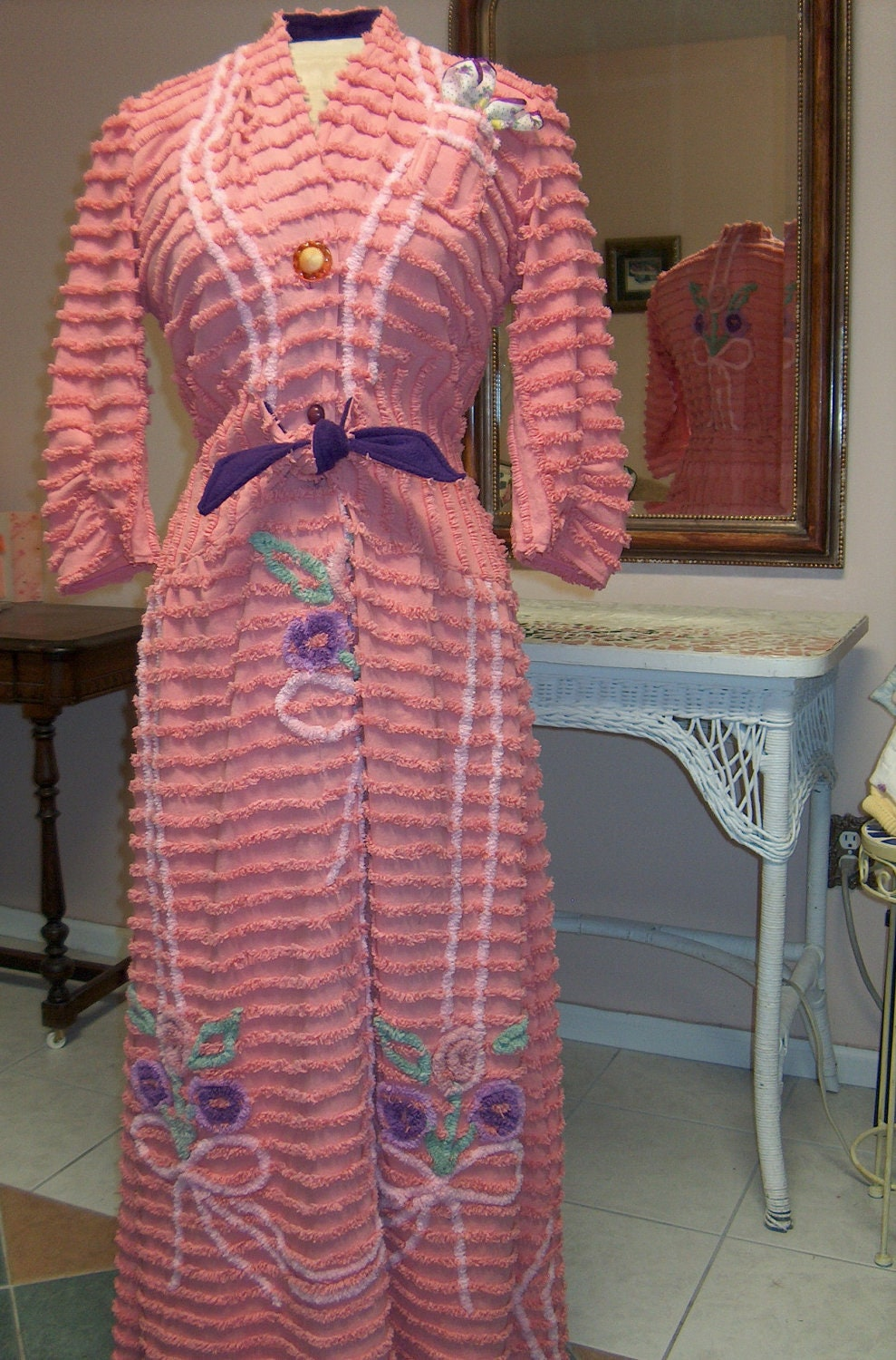 Item 22 Chenille Glamour Girl Bath Robe Women Retro Vintage