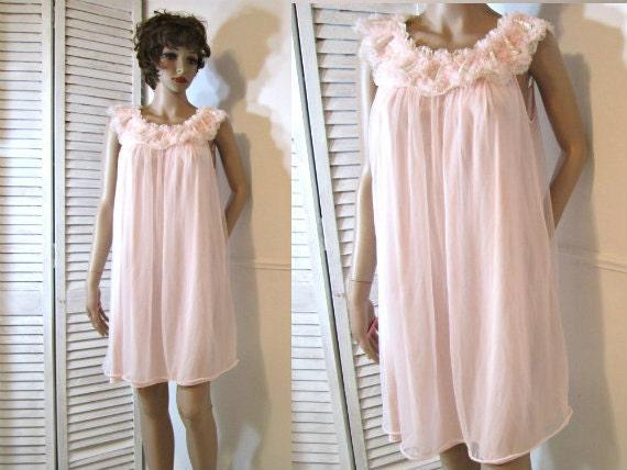 Nylon Chiffon Nightgown. 1950s lingerie. Babydoll style. Small.