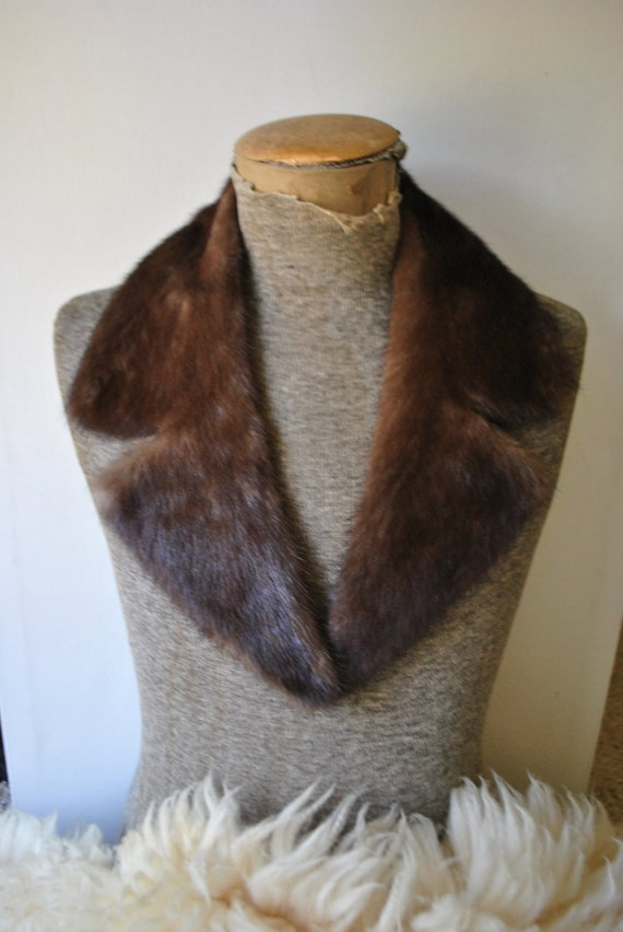 Luxurious vintage 50s pastel brown glossy large  genuine  mink collar. Mint condition.