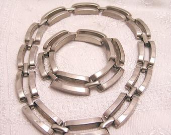 Vintage Tank Track Choker Necklace and Bracelet Set. J84
