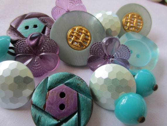 Vintage Buttons - Cottage chic mix of  purple and turquois, old and sweet -  lot of 14 (2595)