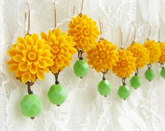 Bridesmaid jewelry, yellow flower apple green drop earrings, bridesmaid earrings lemon mint bridal party jewelry bridesmaid custom color