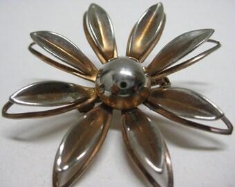 Shabby Flower Daisy Brooch Gold Vintage Pin