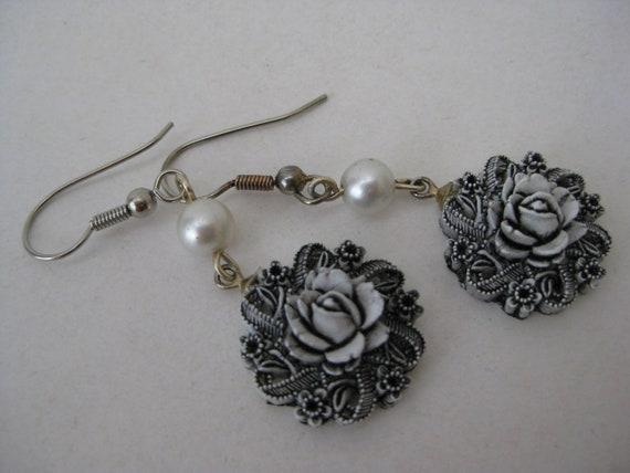 Rose White Black Pearl Earrings Dangle Silver Pierced Wire Vintage