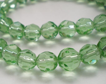 20pcs - 8mm Faceted Light Green Glass beads