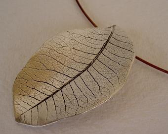 Hoja redonda colgante/Round leaf necklace