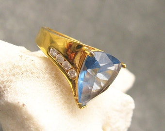 Vintage Rhinestone Ring Blue Costume Jewelry R4759