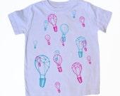 lavender organic kids tee : balloon races design