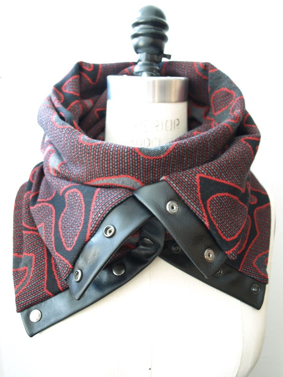SALE 45% off Graphic explosion Chunky circular infinity scarf