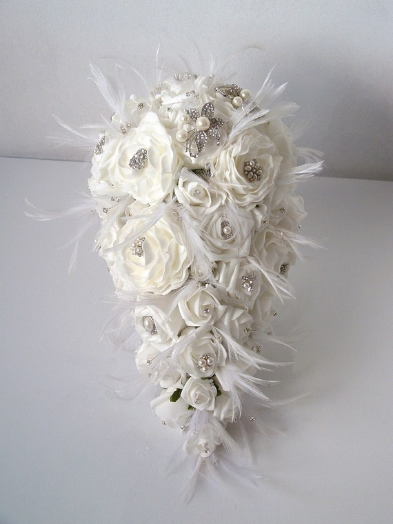teardrop brooch and feather bouquet white