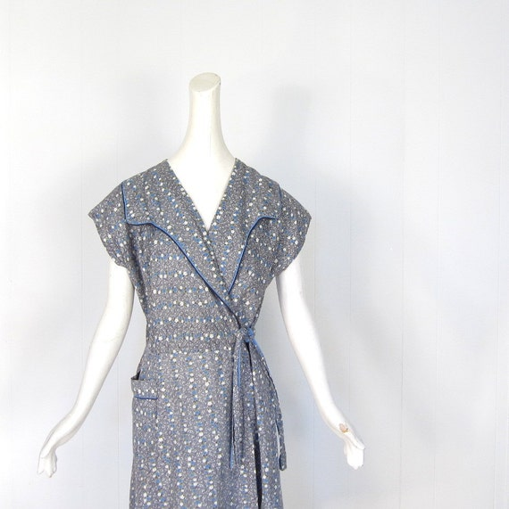 50s Dress / Vintage Wrap Dress / 1950s Cotton Dress / Small S / Gray Ditsy Floral