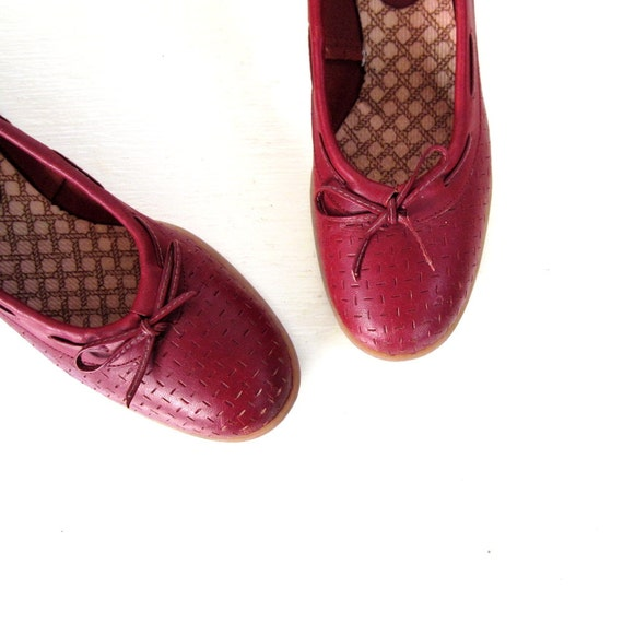 how to wear oxblood shoes