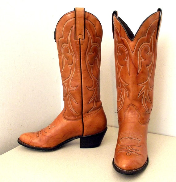Vintage Kenny Rogers light tan leather cowboy boots in a cowgirl size 6 to 6.5