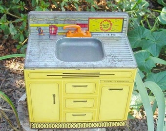 SALE: 1970's Wolverine Child's SINK Tin Litho Sunny Suzy Made in USA Boonesville, Arkansas Pretend Play House