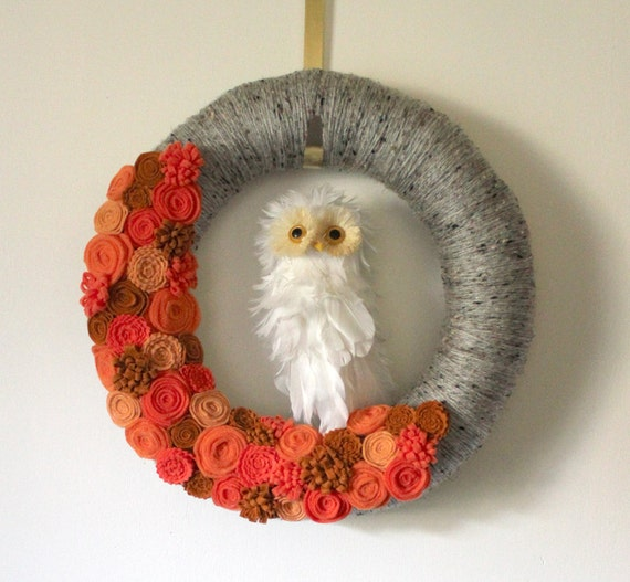 Owl Wreath, Autumn Wreath, Halloween Wreath, Yarn and Felt Wreath - 14 inch size