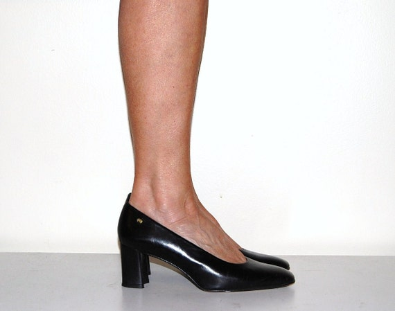 SALE......Vintage Shoe Black Etienne Aigner Pump Traditional and Timeless