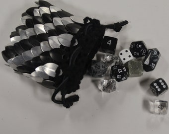 Scalemail Armor Dice Bag in knitted Dragonhide Silver Stripe