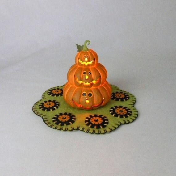 Halloween Penny Rug with Resin Jack-O-Lantern Light
