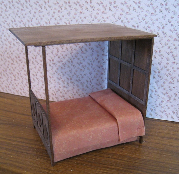 Tudor Style Canopy Bed Half Scale Dollshouse Miniature