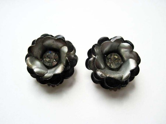 Vintage Enamel Flower Earrings