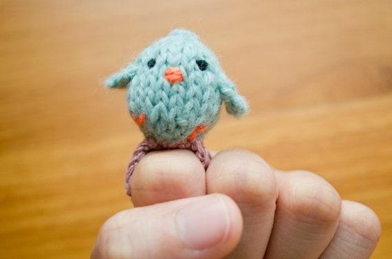 Baby Bird Amigurumi : Momshoo Knitted blue baby bird amigurumi ring