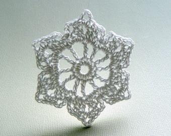 6 Christmas Ornaments -- Medium Crochet Snowflake B39, in White
